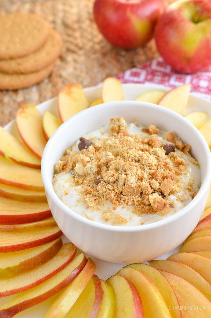 Delicious Low Syn Cheesecake Dip with Apple Nachos - A yummy movie time snack which is great for sharing or not!!