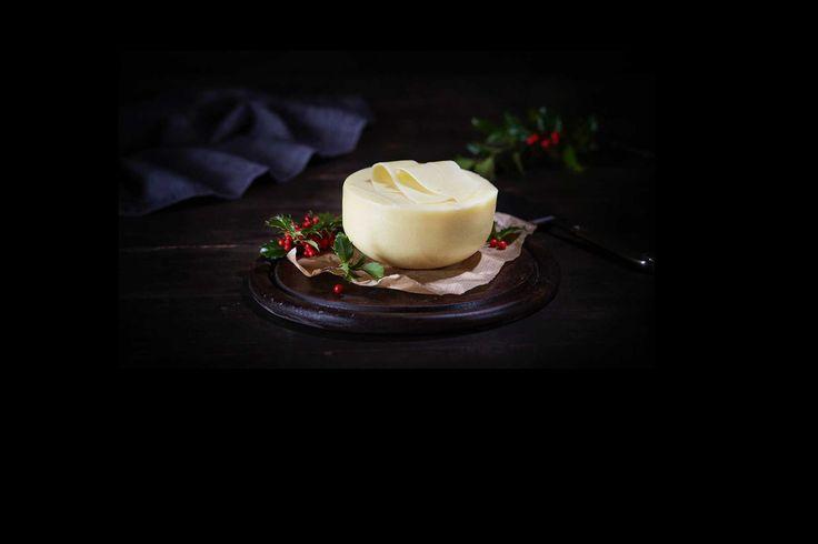 Edamer kjøpes i disse dager i store mengder for å pryde på stadig flere matbord til jul. Osten er også en ypperlig julegaveidè for hjemmelagring o...