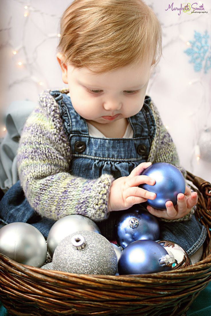 Holiday Photos / Christmas Pictures / Indecision / Toddler Photography