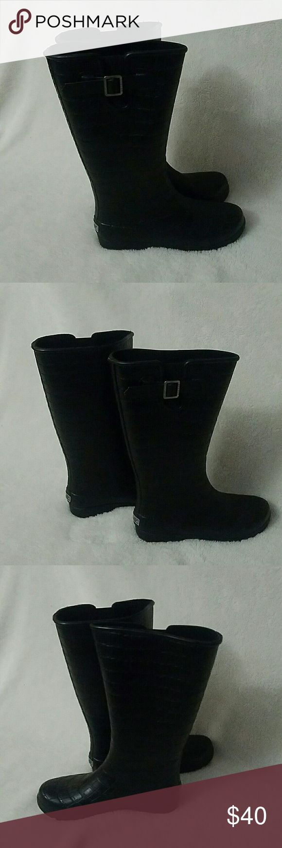 Sperry top-sider rain boots Sperry top sider rain boots. Black in color. The inside is lined with fabric to keep feet warm. Used very few times and in excellent condition. Sperry Shoes Winter & Rain Boots