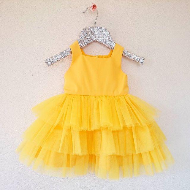 Minik prenseslerin özel günleri için dikiyoruz 👧 #loola #atolyeloola #elbise #kisiyeozel #bebek #cocuk #annekiz #dogumgunu #tutu #fashion  #kids #kidscouture #baby #babycouture