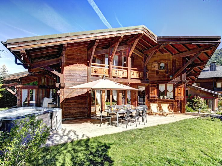 Spacious Morzine chalet close to lifts, ski bus, bars and restaurants - sleeps 17. Large garden, jacuzzi, pool room. Geneva airport 1hr15