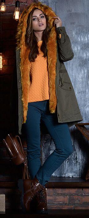 Болотная куртка, оранжевый шарф