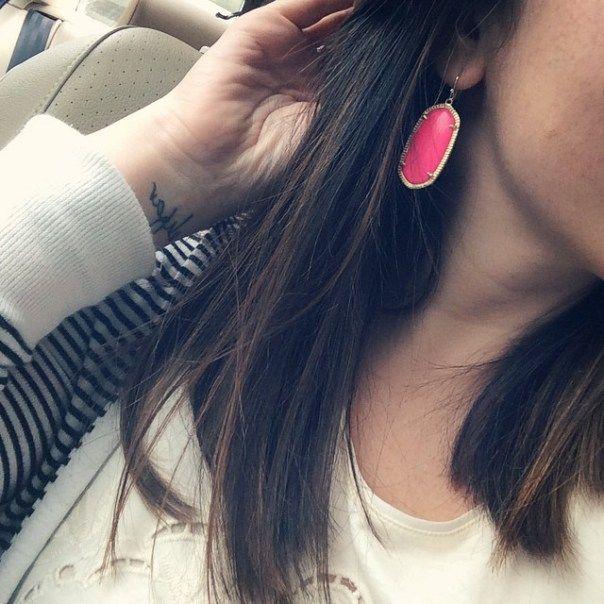 kendra scott elle earrings in neon pink