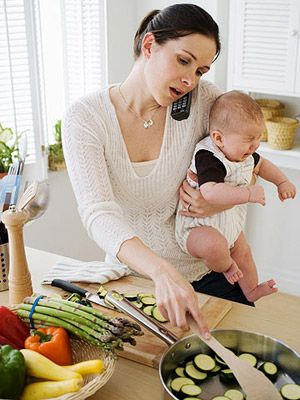 Make-Ahead Meals For Easy Family Dinners The key to making weeknight dinners a breeze is finding recipes that allow you to prep components in advance. Taking an hour on Sunday to tackle some preliminary chopping and cooking will save you precious time during the week. By Jenna Helwig and Erica Policow from Parents Magazine