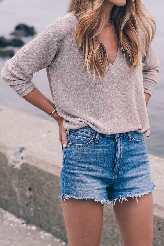 Spring trends | Neutral V-neck sweater and a pair of denim shorts