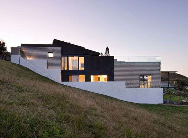 Modern house on a hill. Sparks Architects.