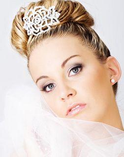Coafuri pentru mirese cu extensii din par natural on http://www.fashionlife.ro