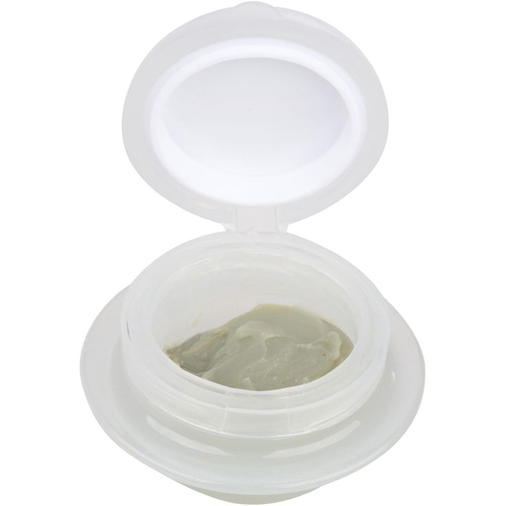 Apply cream remover with a micro brush directly on the lashes to be removed. Allow the remover to sit for a few minutes as it breaks down the eyelash extension bond. After a few minutes, the bond will have been loosened and the lashes can then be removed. All excess remover must be washed off thoroughly with water. Wipe off any extra remover with a primer or protein remover before applying new lashes.