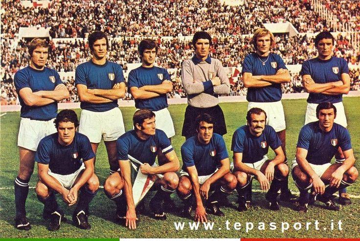 La Nazionale Italiana di Calcio prima dell' incontro con gli svizzeri, valido per le eliminatorie dei mondiali del 1974 ... ⚽️ C'ero anch'io ... http://www.casatepa.it/ 🇮🇹 Made in Italy dal 1952