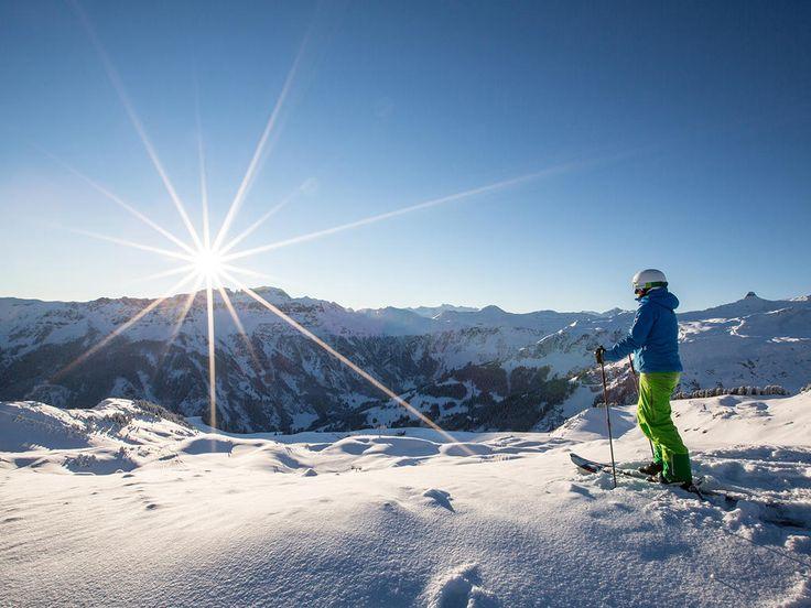 Zwischen Zürich und Chur liegt das Wintersportgebiet Flumserberg. Von Zürich aus ist das Gebiet ideal für einen Tagesausflug auf die Skipiste, aber auch ein längerer Aufenthalt lohnt sich, um die vielfältigen Wintersportangebote und die verschneite Bergwelt zu geniessen. Auf den Pisten können sich alle – vom Anfänger bis zum Profi – auf Skiern und Snowboards austoben. Wer den unberührten Schnee abseits des Trubels bevorzugt, unternimmt Skitouren oder Schneeschuhwanderungen. Ausserdem gibt es…