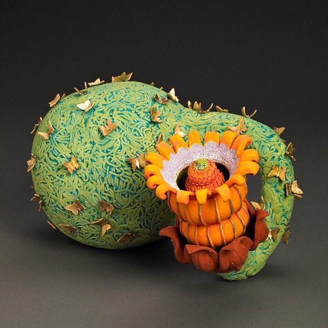 <클레이파크 오늘의작가> 캐롤구트로(Carol Gouthro)는 식물의 형태와 일상적사물을 판 작업과 석고캐스팅으로 만든 후 다시 기발한 형태로 합치고 변형시키는 작업을 합니다. 독특한 질감과 무늬가 도드라지는 패턴을 사용하여 작품의 통일성을 주고있습니다. 작가의 더 많은 작품과 관련텍스트는 클레이파크를 방문해주세요. #오늘의작가 #캐롤구트로 #carolgouthro #도예가 #아티스트 #artist #ceramist #potter #도예 #도자공예 #공예 #미술 #도자 #도자기 #도자조형 #도조 #조각 #ceramic #ceramics #art #craft #ceramicsculpture #sculpture #대한민국도예전문포털사이트 #도예전문포털사이트 #클레이파크 #claypark #온라인광고 #광고문의