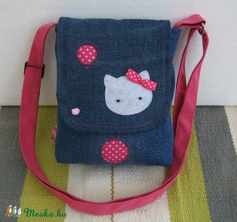 Meska - Gyerek farmer oldaltáska - Hello Kitty-s