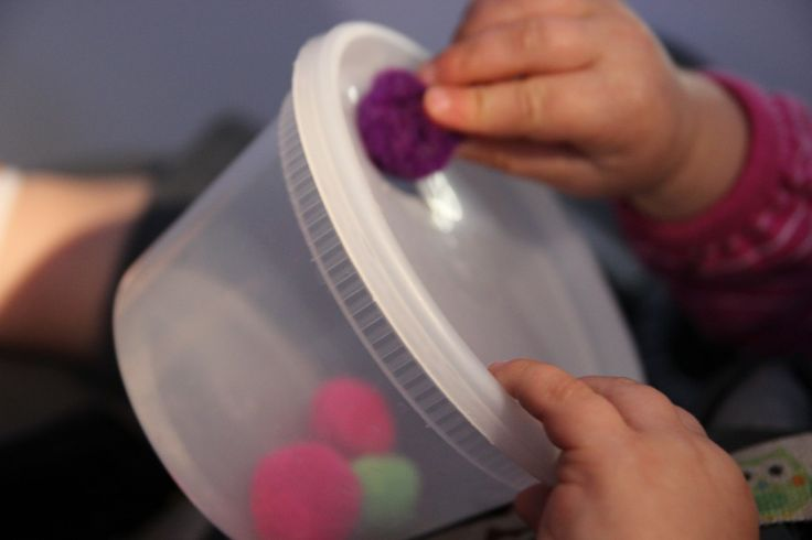 Pom Pom Bowl   Cheap toys for travel with toddlers