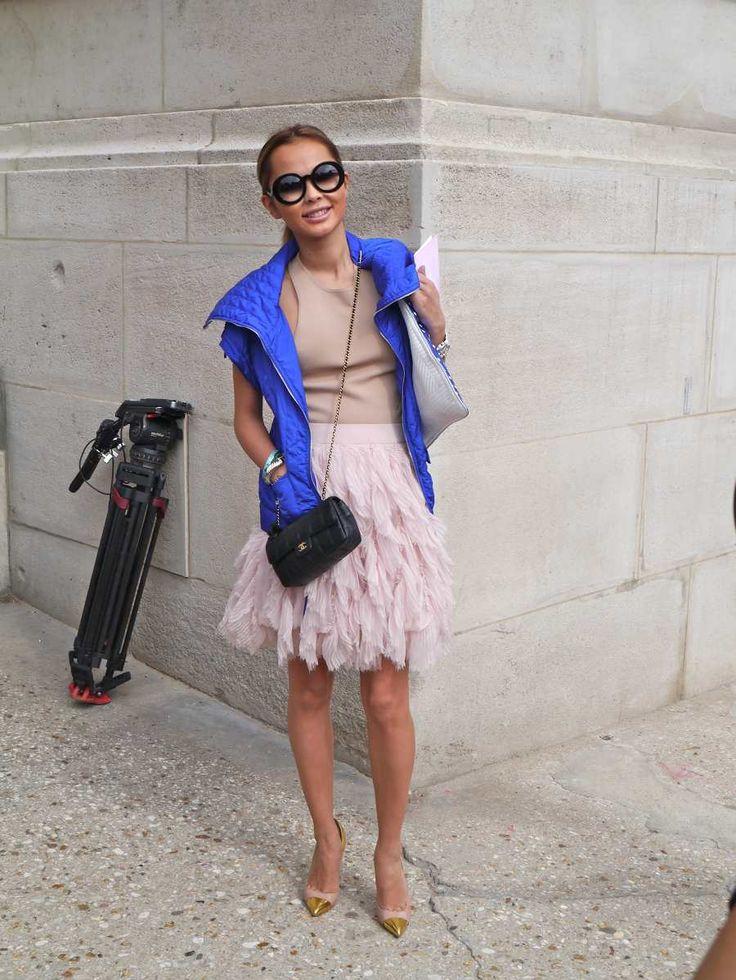 Street Style... ¿Te gusta el Bolso Chanel 2.55? Te recomiendo que leas nuestro artículo. #streetstyle #chanel #2.55 #bolso #moda #mujer