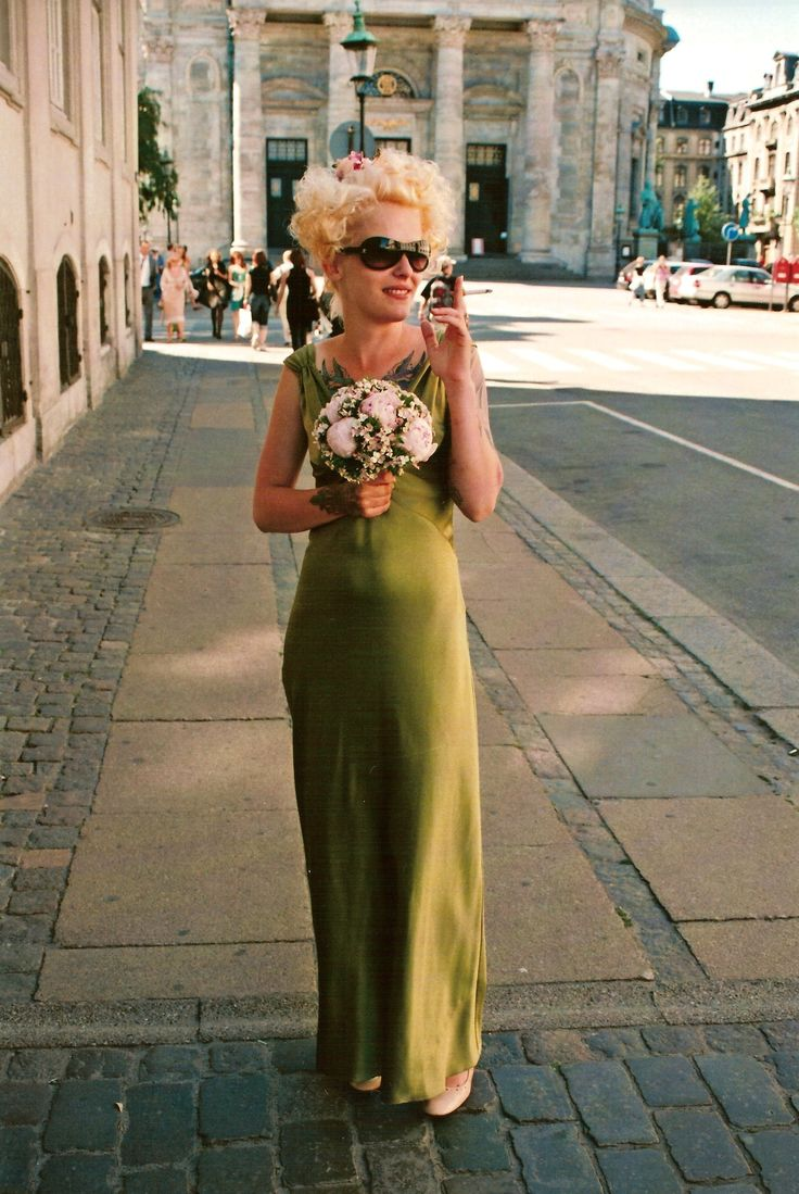 The coolest bridesmaid ever. On the cobbles in Copenhagen after the ceremony in The Marble Church and on the way to the canal boat trip. This was in 2006, so long before tattoos became so everyday. This girl was way ahead of her time. Fun too.