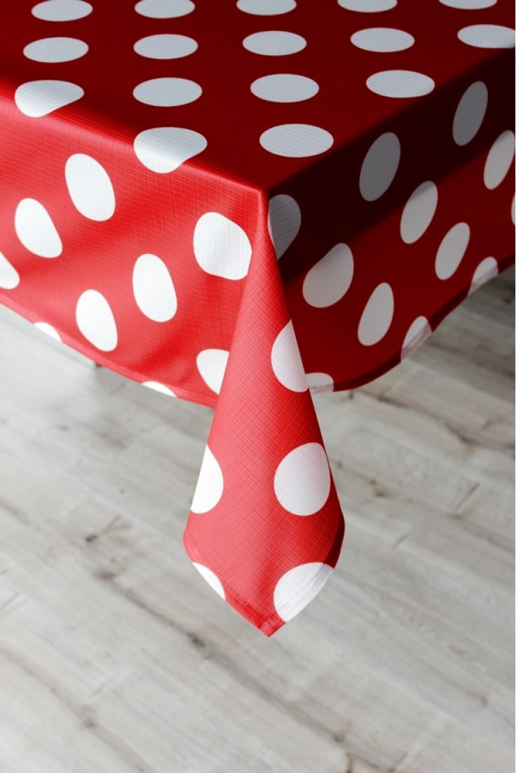 Beyaz Puanlı Masa Örtüsü