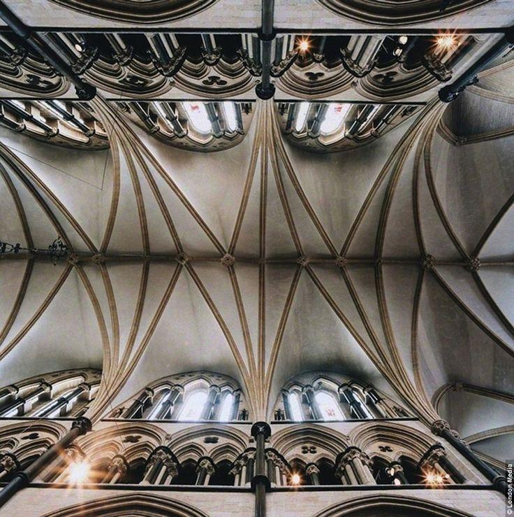 """GOTYK: Katedra w Lincoln, Anglia - sklepienie przeskokowe, tzw. """"crazy vault"""""""