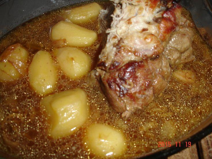 source: ma cuisine débutante Recette fait par le cookeo connect Pour 4/ 6 personnes Avis perso : un délice , viande très moelleuse et pommes de terre fondantes. J'ai garder le reste de sauce pour des pâtes ou riz .. Ingrédients : Un rôti de porc environ...