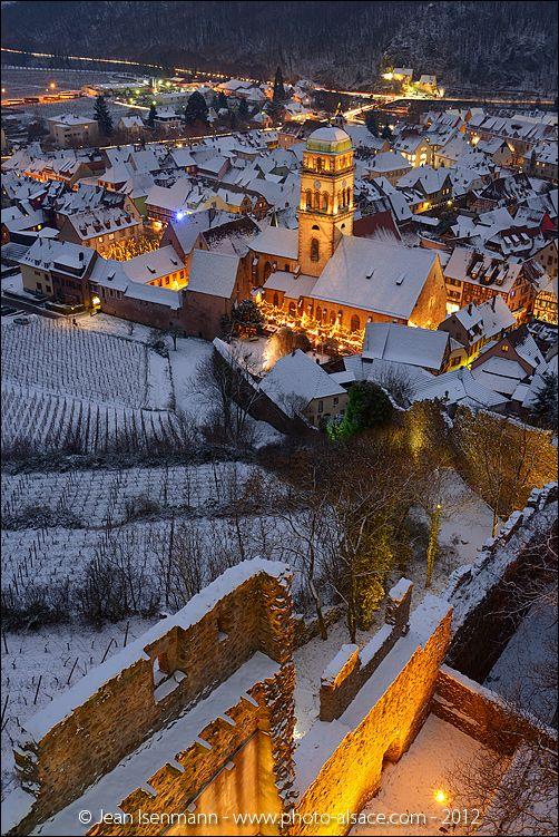 Kaysersberg la nuit pendant le marché de Noël vue depuis le Château, Alsace, Décembre 2012