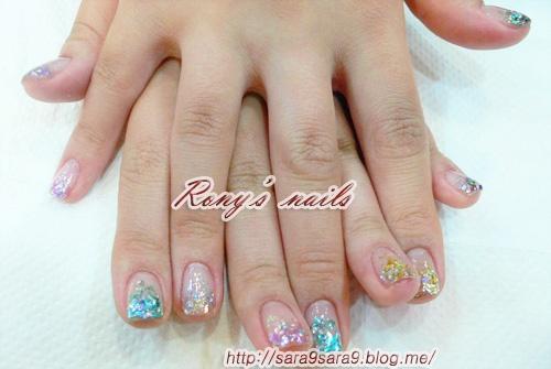 glitter gradation.      hi guys. I've been working as a nail artist!!! If u wanna get fantastic nails , just come see me Im currently in Korea, Seoul +821020947240   www.sara9sara9.blog.me