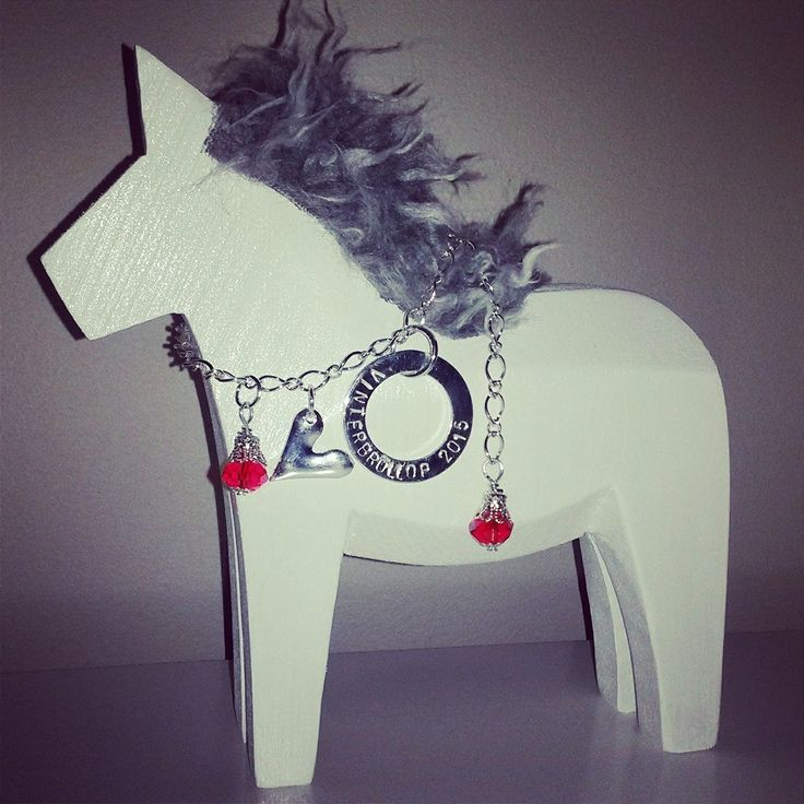 Stor häst med stansad Budskapsring och päls
