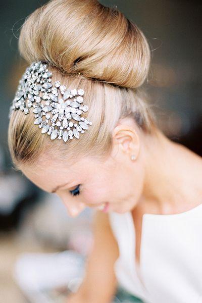 #WeddingHair - Ballerina Bun 「バレリーナスタイル」高い位置のおだんごには、ヘッドドレスをプラスすると更に華やかに。