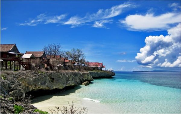 Tanjung Bira Beach    It is located in Sulawesi, in the southern most tip of South Sulawesi, precisely in the District Bonto Bahari, Bulukumba. about 200 km from the city of Makassar. For those of you who love photography, this beach can be the object of shooting, because you can get a beautiful sunrise and sunset in the same place. This beach has crystal clear water and beautiful white sand and white sand along tens of kilometers. You can swim at the beach, or other activities such as…