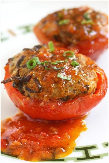 Ca Chua Nhoi Thit (Vietnamese Stuffed Tomatoes) Recipe  via Ravenous Couple