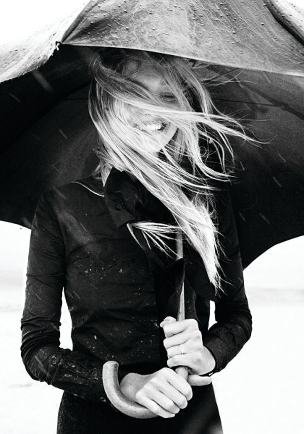 Heute kann es regnen, stürmen oder schneien, das wichtigste im Leben, einfach Glücklich sein.