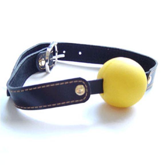 Yellow Ball Gag - Tysta din kärleksslav, låt dom inte säga ett ord!  Läderrämmarna kan justeras i olika storlekar och passar de flesta.