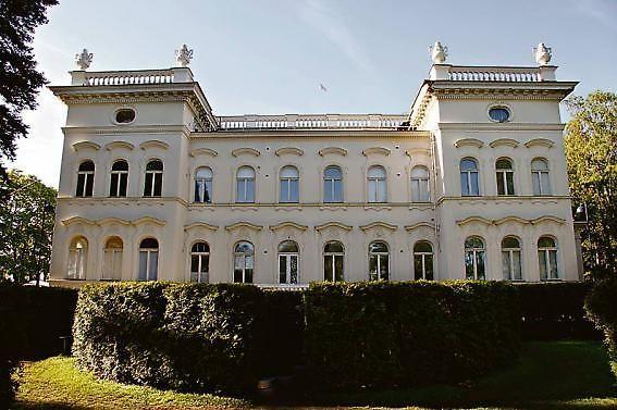 Näsilinna, Tampere. Vuonna 1898 valmistuneen palatsin alkuperäinen nimi oli Milavida. Rakennuksen suunnitteli arkkitehti Karl August Wrede.- Kuva: tamperelainen Finland