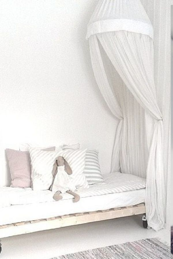 Idées déco : Un ciel de lit pour une chambre bohème et cosy  Déco