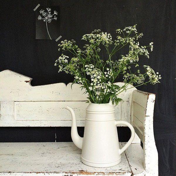 Met deze reuze koffiekan schenk je een serieuze Lungo uit! Deze oversized koffiekan doet dienst als gieter. In huis met een boeket grote rozen of lelies ziet hij er ook super uit. Heel leuk om kado te doen met een boeketje erin.  #gardening #flowers #bouquet