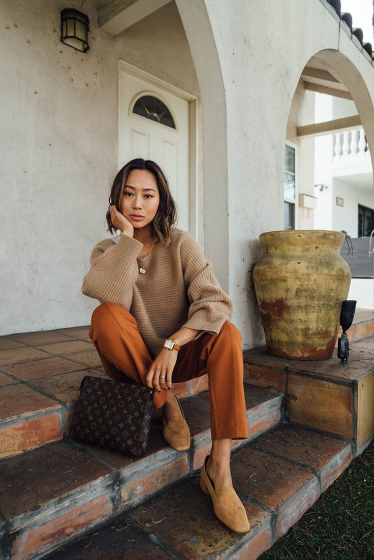 Boxy Camel Sweater and Camel Suede Pumps