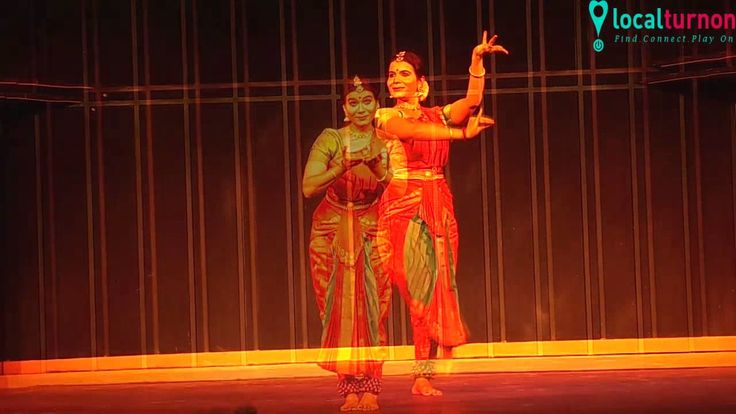 Divya Shiva Sundar Bharatnatyam show IHC Delhi  Localturnon as part of its #DANCEINURCITY series captures glimpses of the rhythmic dance performance by #DIVYA #SHIVA #SUNDAR at #IHC #Delhi Its an awesome feeling to know that somewhere in some part of our cities such talented performances are always taking place and as we always say #turnon #dance , #turnon #happiness , #turnon #life !