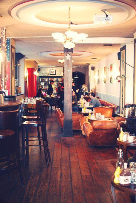Barbershop 68 Avenue République 75011 Paris, great strawberry martini cocktail