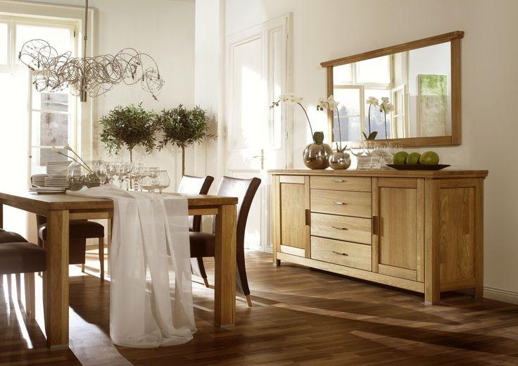 komoda z lustrem do salonu - niedaleko stołu