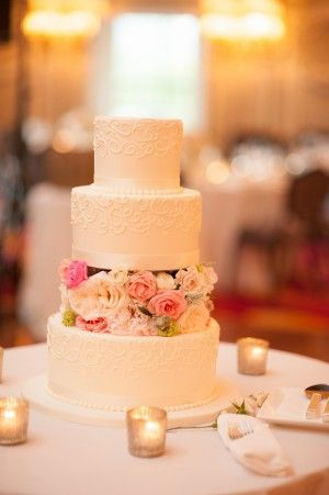 Love the flowers between the tiers...  Three Tier Wedding Cake #TaketheCake  #MelissaHayesPhotography
