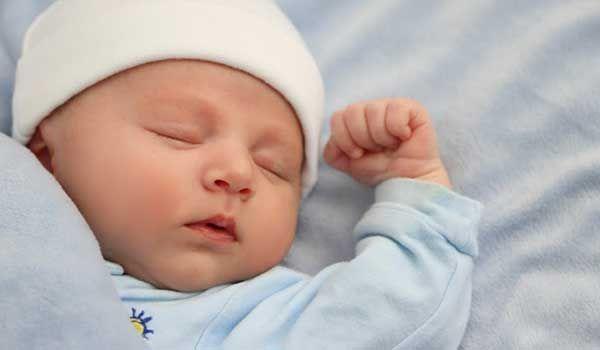 كم عدد ساعات نوم الطفل الرضيع Baby Equipment Cute Baby Videos Kids Sleep