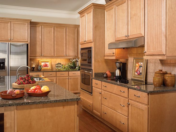 Hampton ii maple honey kitchen design and cabinets by for Maple kitchen cabinets
