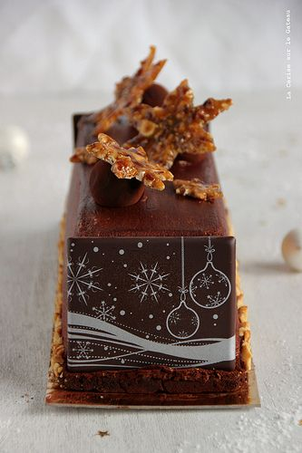 Buche Noel - mousse chocolat, coeur mascarpone vanille, caramel fudge aux noix de pécan, biscuit croustillant cacao
