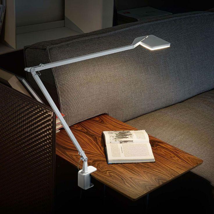 Jackie, la lampada tecnica di Panzeri, perfetta per lo studio o per illuminare scrivania, divano.