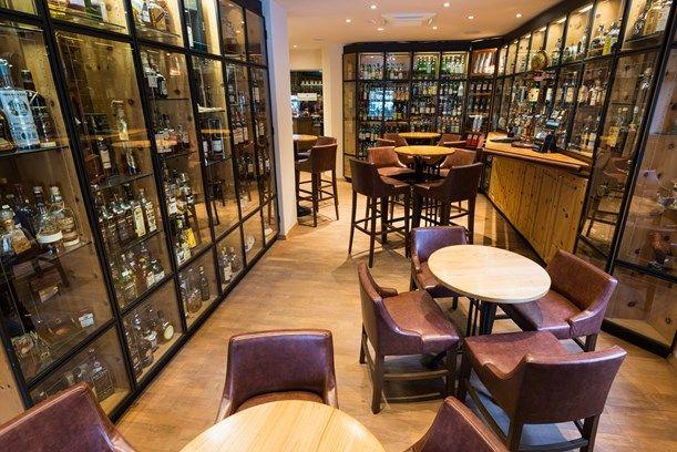 Whiskybar & Winecellar - Hotel Waldhaus am See, St. Moritz