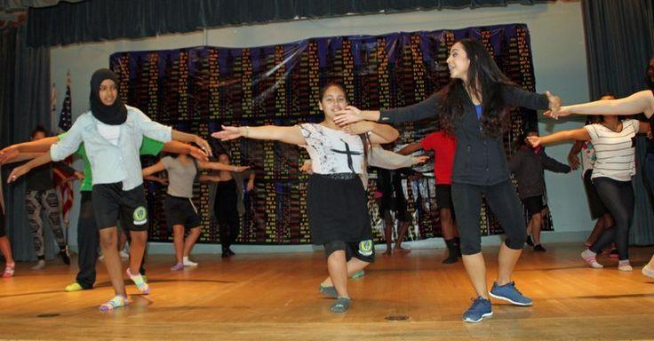 Ana Vázquez, de 27 años, es una maestra de danza que a base de creatividad y profesionalismo adapta cualquier género de música al programa educativo de la secundaria Lemon Grove Academy Ciencias y Humanidades.