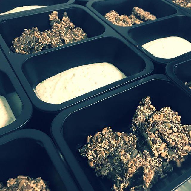 Semínkové krekry   dobrou chuť a skvělý den přejeme!  http://bit.ly/2DObh3j #jimezdrave #zdravejidlo #krabicky #food #foodmenu #fitfood #fitnessfood #czechfitness #czech #trebic #instafood #instadaily #menu #dnesjem