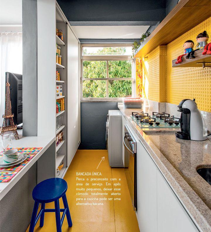 Que tal uma prateleira bem estreita na cozinha e a continuação dela sendo o banco?
