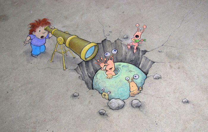Стрит-арт от David Zinn(США), который рисует с помощью угля и мела. Его рисунки делают реальность светлее и добрее.
