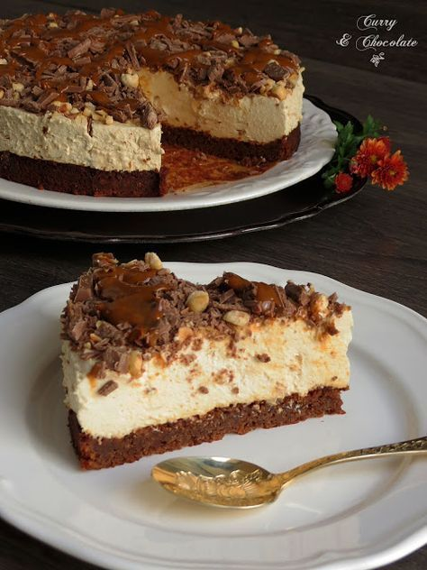 Tarta mousse de café con cobertura de chocolate, avellanas y dulce de leche –…