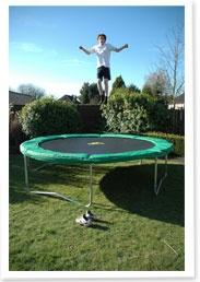 Officieel JumpKing dealer voor Nederland. `s Werelds meest verkochte trampoline.Beschikbaar in 2 afmetingen: 370 cm en 430 cm rond .Nu voor 514,95 euro bij www.speelgoedaangeboden.nl